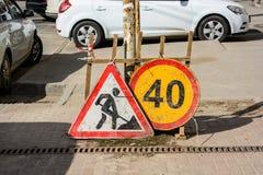 Sluit omhoog van het teken van de wegwerken stock foto