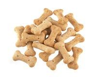 Sluit omhoog van hondebrokjes in de vorm van beenderen Royalty-vrije Stock Foto