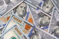 Sluit omhoog van honderd dollarsbankbiljetten stock afbeeldingen