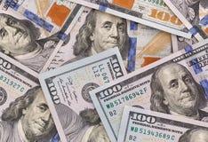 Sluit omhoog van honderd dollarsbankbiljetten royalty-vrije stock afbeeldingen