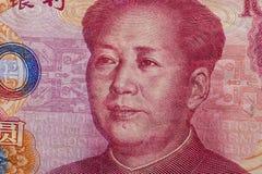 Sluit omhoog van honderd Yuansbankbiljet met nadruk op portret van Chinese staatsman Mao tse-Tungboom royalty-vrije stock fotografie