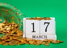 Sluit omhoog van houtsneden met datum 17 Maart, de Dag van Heilige Patrick ` s Royalty-vrije Stock Foto's