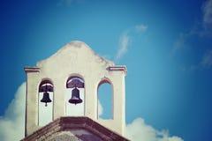 Sluit omhoog van kerkklokken stock foto's