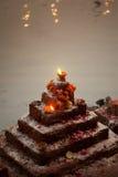 Sluit omhoog van kleine Indische tempel aan rivierkant royalty-vrije stock afbeelding