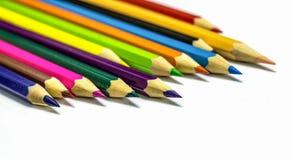 Sluit omhoog van kleurenpotloden met verschillende kleur Royalty-vrije Stock Afbeeldingen