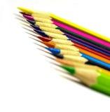 Sluit omhoog van kleurenpotloden met verschillende kleur Royalty-vrije Stock Foto's