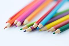 Sluit omhoog van kleurpotloden of kleurenpotloden Stock Afbeelding