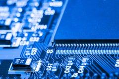 Sluit omhoog van Kringen Elektronisch op Mainboard-van de Achtergrond technologiecomputer logicaraad, cpu-motherboard, Hoofdraad, royalty-vrije stock afbeeldingen
