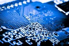 Sluit omhoog van Kringen Elektronisch op Mainboard-van de Achtergrond technologiecomputer logicaraad, cpu-motherboard, Hoofdraad, stock foto