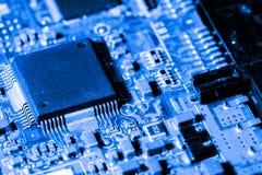 Sluit omhoog van Kringen Elektronisch op Mainboard-van de Achtergrond technologiecomputer logicaraad, cpu-motherboard, Hoofdraad, royalty-vrije stock foto's