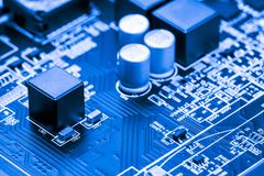 Sluit omhoog van Kringen Elektronisch op Mainboard-van de Achtergrond technologiecomputer logicaraad, cpu-motherboard, Hoofdraad, stock foto's