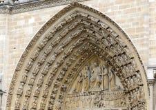 Sluit omhoog van kunstwerk en gravures in Notre Dame Cathedral, Parijs, Frankrijk Royalty-vrije Stock Foto