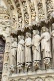 Sluit omhoog van kunstwerk en gravures in Notre Dame Cathedral, Parijs, Frankrijk Royalty-vrije Stock Afbeeldingen