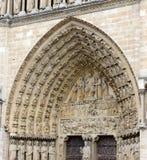 Sluit omhoog van kunstwerk en gravures in Notre Dame Cathedral, Parijs, Frankrijk Royalty-vrije Stock Fotografie