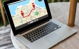 Sluit omhoog van laptop computer op lijst bij hotel Royalty-vrije Stock Afbeelding
