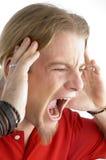Sluit omhoog van mannetje dat luid schreeuwt stock afbeelding