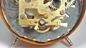 Sluit omhoog van mechanisch klokmechanisme stock footage