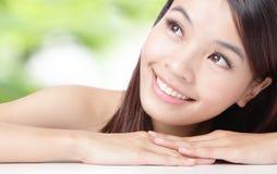 Sluit omhoog van mooie Aziatische vrouw Stock Foto