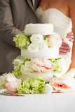 Sluit omhoog van Mooie Huwelijkscake stock afbeelding