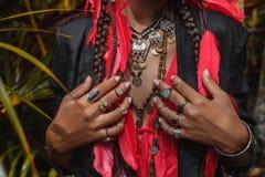 Sluit omhoog van mooie jonge modieuze vrouwenhanden met modieus stock fotografie