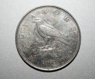 Sluit omhoog van munt met zilveren achtergrond royalty-vrije stock foto