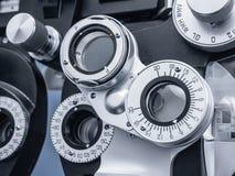 Sluit omhoog van Optisch Materiaal in het Bureau van de Oogarts Royalty-vrije Stock Afbeeldingen