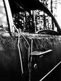 Sluit omhoog van oude roestige auto Stock Foto's