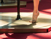 Sluit omhoog van Pool-de Voet van het Geschiktheidsmeisje royalty-vrije stock foto