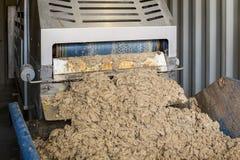 Sluit omhoog van Riolering de Machine die van de Recyclingsbehandeling en Verontreinigende stoffen scheiden verwijderen uit Afval royalty-vrije stock afbeeldingen