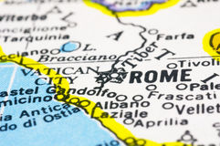 Sluit omhoog van Rome op kaart, Italië Stock Foto's