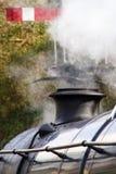 Sluit omhoog van rookstapel van uitstekende stoomtrein Royalty-vrije Stock Fotografie
