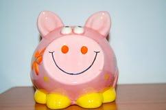 Sluit omhoog van roze spaarvarken - besparingenconcept stock foto