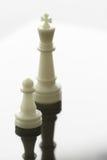 sluit omhoog van schaakpand wordt koningsschaak Royalty-vrije Stock Afbeeldingen