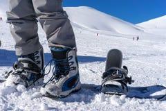 Sluit omhoog van skischoenen op een skiër Royalty-vrije Stock Fotografie