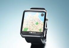 Sluit omhoog van slim horloge met gps navigatie app Royalty-vrije Stock Afbeelding