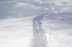 Sluit omhoog van sneeuwspoor na sneeuw groomer Royalty-vrije Stock Foto