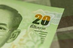 Sluit omhoog van Thais bankbiljet Thais bad met het beeld van Thaise Koning Thais bankbiljet van Thais Baht 20 op Groene Schotse  Stock Fotografie