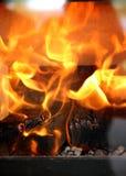 Sluit omhoog van thuis het branden van open haard royalty-vrije stock afbeeldingen