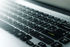 Sluit omhoog van toetsenbord van moderne laptop Royalty-vrije Stock Fotografie