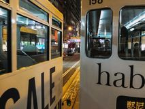 Sluit omhoog van Tram in Hong Kong bij nacht royalty-vrije stock afbeeldingen