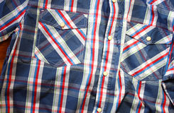 Sluit omhoog van uitstekend mannelijk overhemd, Geruit patroon Stock Foto's
