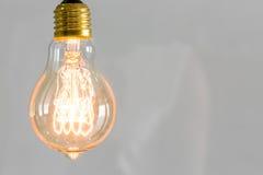 Sluit omhoog van uitstekende het gloeien gloeilampenverlichting royalty-vrije stock foto's
