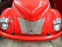 Sluit omhoog van uitstekende (rode) auto Stock Fotografie