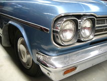 Sluit omhoog van uitstekende (zilveren) auto Stock Fotografie