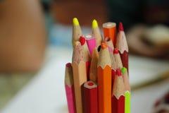 Sluit omhoog van vele potloden royalty-vrije stock afbeeldingen