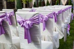 Sluit omhoog van verfraaide huwelijksstoel Stock Foto's