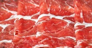 Sluit omhoog van Vers gesneden ruw rundvlees Stock Foto's
