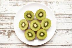 Sluit omhoog van vers kiwifruit Stock Afbeeldingen