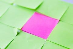 Sluit omhoog van verschillende kleurendocument stickers Stock Afbeeldingen