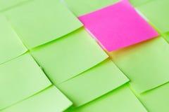 Sluit omhoog van verschillende kleurendocument stickers Royalty-vrije Stock Afbeeldingen